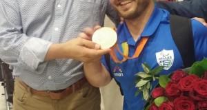 Ο Αιτωλοακαρνάνας παραολυμπιονίκης Δ. Μπακοχρήστος πάτησε Ελλάδα – Στο αεροδρόμιο…
