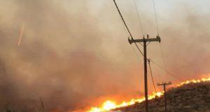 Μάχη με τις φλόγες στη Σύρο! Η φωτιά είναι κοντά…