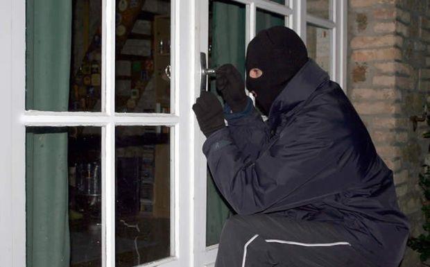 Αγία Βαρβάρα Αγρινίου: Άγνωστοι μπήκαν σε οικία και αφαίρεσαν κοσμήματα αξίας 2.500 ευρώ – Σε σύλληψη προχώρησε η Αστυνομία