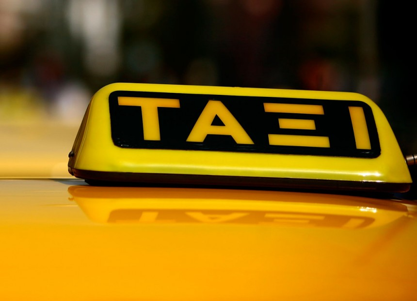 Νέα μέτρα περιορισμού για αυτοκίνητα, ταξί και μέσα μεταφοράς – Οι εξαιρέσεις