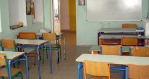 Αγρίνιο: Άγνωστοι σκόρπισαν ναφθαλίνη στις δυο κεντρικές πόρτες Γυμνασίου