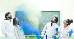 Η ομάδα Θεατρόνιο πάει Αστακό..! Μια παράσταση γεμάτη χιούμορ, χημεία…