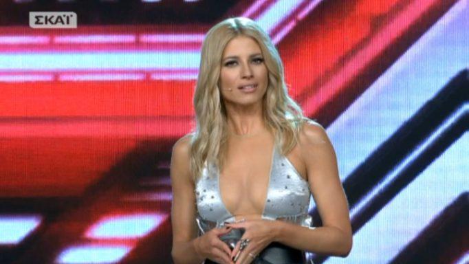 """X Factor: """"Εγκεφαλικά"""" μοίρασε η Ευαγγελία Αραβανή! Με αβυσσαλέο ντεκολτέ στη σκηνή!"""