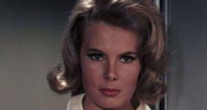 Πέθανε το «κορίτσι του James Bond», η ηθοποιός Molly Peters