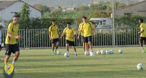 Προπόνηση δύναμης και παιχνίδια με μπάλα