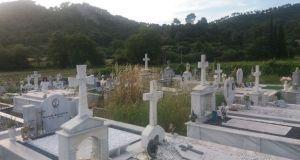 Απροσπέλαστο από τα χόρτα το κοιμητήριο Τρικόρφου