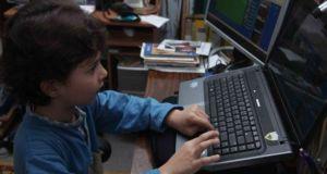 Ερευνήτρια σε θέματα διαδικτυακής ασφάλειας βοηθά παιδιά να αποφύγουν το…