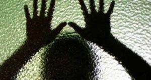 Θρίλερ στην Κορινθία: Τη φυλάκισαν στο σπίτι επειδή δεν ενέκριναν…