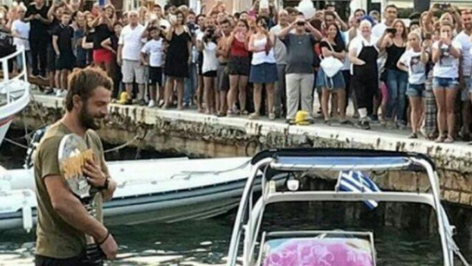 Στη Σκιάθο ο Γιώργος Αγγελόπουλος! Πανικός στο λιμάνι από τον κόσμο! (Φωτογραφίες – Βίντεο)