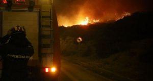 Ανεξέλεγκτη η φωτιά στο Γεράκι Ηλείας – Ακόμα μια δύσκολη…