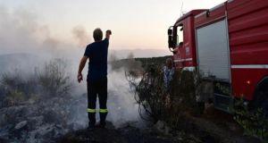 Πυρκαγιά στα Κρέστενα Ηλείας – Επιχείρηση απεγκλωβισμού ηλικιωμένης