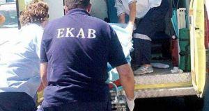 Απολυμένος συμβασιούχος μαχαίρωσε τον δήμαρχο Ελευσίνας – Διακομίστηκε σε σοβαρή…