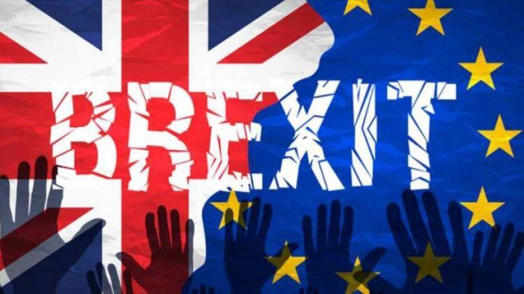 Brexit: Απειλεί η κυβέρνηση Τζόνσον με την ελεύθερη κυκλοφορία πολιτών