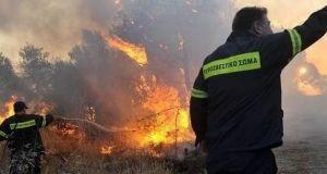 Μάχη με τις φλόγες στις Ραΐνες Αγρινίου!