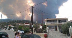Φωτιά στο Σοφικό Κορινθίας: Νέες εικόνες από το πύρινο μέτωπο…