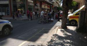 Αγρίνιο: Παράσυρση νεαρού ποδηλάτη στην διασταύρωση καρμανιόλα (Φωτό)