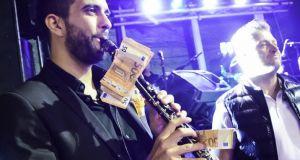 Ηλεία: Κρέμασαν 1.000 ευρώ σε κλαρίνο για να ακουστεί τραγούδι…