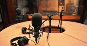 Ραδιόφωνο: Ο απαρχαιωμένος νόμος, ενημερωτικά-μη ενημερωτικά και η κατάργησή του!