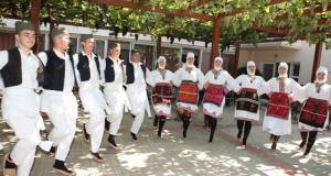 Χορευτικά γκρουπ από την Τσεχία και την Σερβία στο Γηροκομείο…