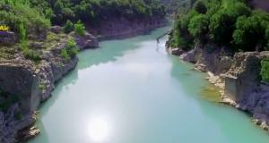 Το άγνωστο γκρεμισμένο γεφύρι στον Αχελώο (Βίντεο)