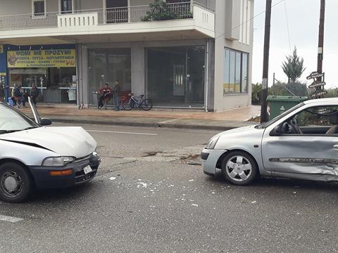 Αγρίνιο: Σφοδρή σύγκρουση οχημάτων στην Αγ. Βαρβάρα (Φωτό)