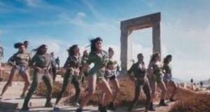 «Ρίχνει» το YouTube το Bollywood βίντεο κλιπ που γυρίστηκε στη…