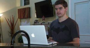 Αυτός είναι ο 17χρονος που ξεμπρόστιασε την Apple για τα…