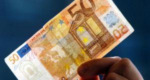 «Πλημμύρισαν» την αγορά με πλαστά χαρτονομίσματα