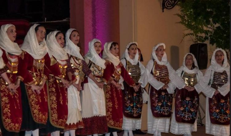 Αγρίνιο: Με τσίπουρο, το Χριστουγεννιάτικο Παραδοσιακό γλέντι στην Πλ. Δημοκρατίας