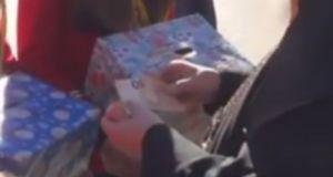 Ναύπακτος: Τα κάλαντα και τα χαρτονομίσματα που έδωσε ο μητροπολίτης…