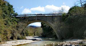 Η Γέφυρα Φραγκόσκαλας και η ιστορία της (Φωτό)