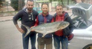 Ο Βονιτσάνος Βαγγέλης Φερεντίνος σήκωσε ψάρι 13 κιλά στη Λευκάδα…