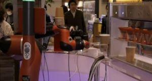 Μονόχειρας ρομπότ σερβίρει καφέ στο Τόκυο
