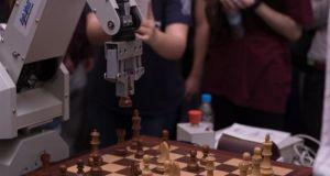 Το ρομπότ που παίζει σκάκι από την ομάδα Hyperion Robotics…