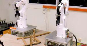 Τα πρώτα ρομπότ που συναρμολογούν σύγχρονα έπιπλα (Βίντεο)