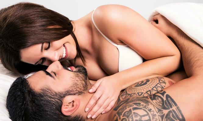 Πόσες φορές την εβδομάδα κάνουν σεξ τα ευτυχισμένα ζευγάρια (Βίντεο)