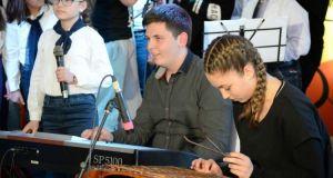 Διέπρεψε στην Καρδίτσα η Χορωδία & Ορχήστρα του Δημοτικού Σχολείου…