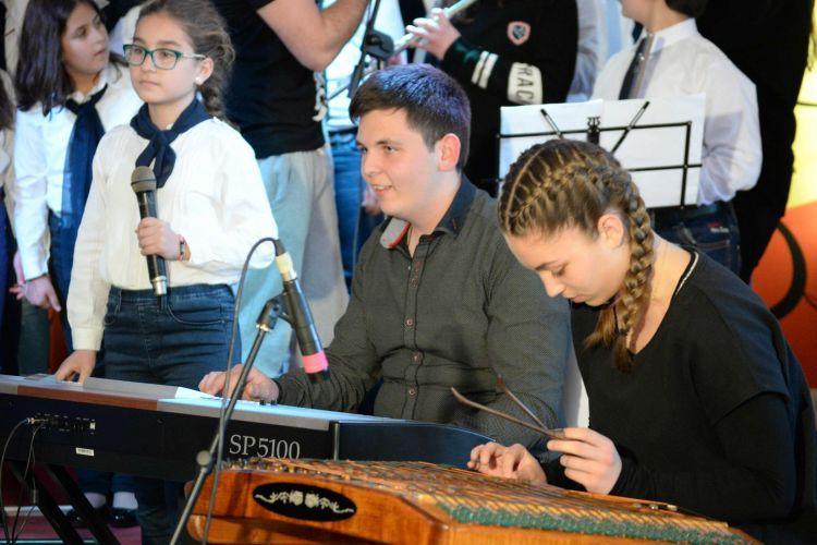 Διέπρεψε στην Καρδίτσα η Χορωδία & Ορχήστρα του Δημοτικού Σχολείου Δοκιμίου (Φωτό)