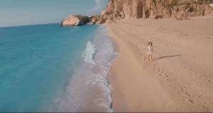 «Pray With Me Tonight»: Ένα καλοκαιρινό τραγουδάκι γεμάτο Λευκάδα (Βίντεο)