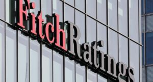 Fitch: «Σκόπελος» τα υψηλά πλεονάσματα – Η βιωσιμότητα του χρέους…