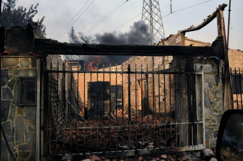 Εικόνες αποκάλυψης: Περισσότεροι από 50 οι νεκροί-Βρέθηκαν 26 απανθρακωμένοι σε ένα χωράφι στο Μάτι