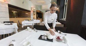 Ξεμένει από ξενοδοχοϋπαλλήλους η Ελλάδα