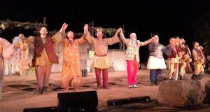 Μεσολόγγι: Ενθουσίασαν οι «Αχαρνής» στο αρχαίο θέατρο Οινιαδών από το…