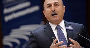 Τσαβούσογλου για προσφυγικό: Αναστολή της συμφωνίας επανεισδοχής με Ε.Ε.