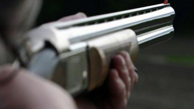 Πέρασε το γιο του για Αλεπού και τον πυροβόλησε
