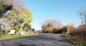 Ασφαλτοστρώσεις στο οδικό δίκτυο Καλυβίων – Αγγελοκάστρου
