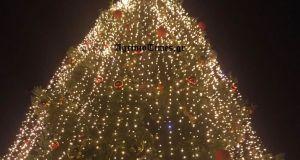 Αγρίνιο-Live: Το άναμμα του Χριστουγεννιάτικου δέντρου (Βίντεο-Φωτό)