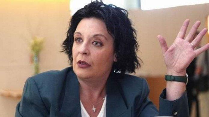 «Άστραψε και βρόντηξε» η Ξηρομερίτισσα Λιάνα Κανέλλη για το 50% του μισθού της (Βίντεο)