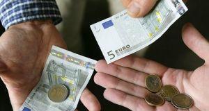 Μπαράζ πληρωμών τις επόμενες ημέρες: Ποιοι και πότε θα δουν…