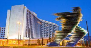 «Πρόταση ανταλλαγής αγαλμάτων Αθήνας-Σκοπίων» – Διαψεύδει η υπουργός
